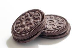Les biscuits écrèment sur le fond blanc image libre de droits