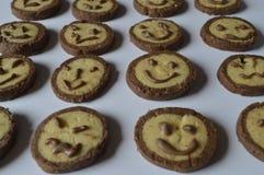 Les biscuits avec des visages de chocolat, avec du chocolat sourit Photo libre de droits