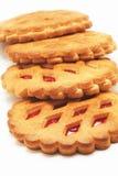 Les biscuits avec le fruit rouge bloquent sur un fond blanc Photographie stock