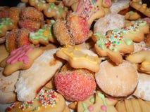 Les biscuits colorés de Noël, se ferment  photographie stock