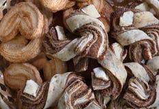 Les biscuits de chocolat se ferment vers le haut Fond, pâtisseries faites maison images libres de droits