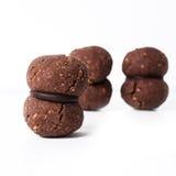 Les biscuits italiens ont appelé baci di dama fait avec les écrous et le chocolat Photographie stock