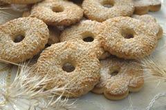 Les biscuits ont complété avec du sucre Photo libre de droits
