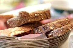 Les biscuits ont servi avec le thé de matin photographie stock