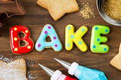 Les biscuits spellling font cuire au four images libres de droits