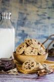 Les biscuits traient et chocolat images stock