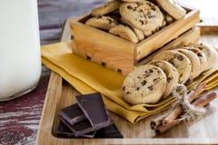 Les biscuits traient et chocolat photo stock