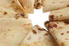 Les blinis ou les crêpes fraîchement cuits au four se ferment  photographie stock libre de droits