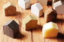 Les blocs dispersés d'isolation modèlent Hous sur le Tableau photographie stock