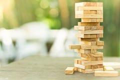 Les blocs en bois empilent le jeu, la planification, le risque et la stratégie, concept de fond d'affaires Photographie stock libre de droits