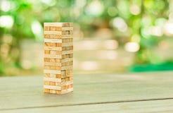 Les blocs en bois empilent le jeu, la planification, le risque et la stratégie, concept de fond d'affaires Photo stock