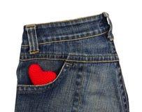 Les blues-jean soutiennent la poche avec le coeur rouge de crochet Images stock