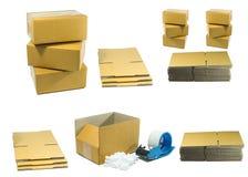 Les boîtes en carton avec l'arachide écument avec l'outil pour l'emballage photos libres de droits