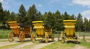 Les boguets en bois portaient des touristes au parc de Yellowstone image stock
