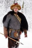 Les bois forts d'hiver de guerrier de Viking de portrait luttent l'avant profond d'habillement de bûcheron de cotte de maille de  photographie stock