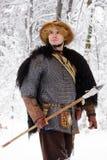 Les bois forts d'hiver de guerrier de Viking de portrait luttent l'avant profond d'habillement de bûcheron de cotte de maille de  Images stock