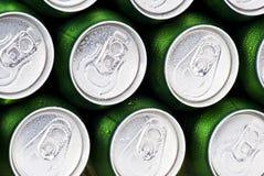 Les boissons mettent en boîte des dessus photographie stock libre de droits
