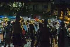Les boissons s'élève à la plage la nuit Jericoacoara Brésil image stock