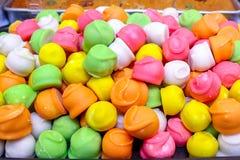 Les bonbons est trois-ont coloré des bonbons de sucrerie de fruit Photos stock