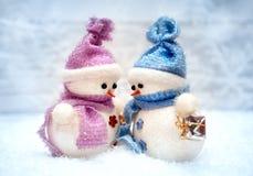 Les bonhommes de neige couplent dans l'amour Images stock