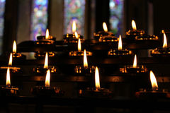 Les bougies prient le fond de méditation, relaxation Photographie stock