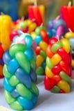 Les bougies tressées colorées handcraft la configuration de texture photo libre de droits