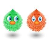 Les boules hirsutes colorées de bande dessinée drôle avec les caractères ronds pelucheux de fourrure de yeux dirigent l'illustrat Images libres de droits