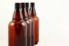 les bouteilles brunissent quatre Images libres de droits