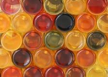 Les bouteilles colorées desserrent Images libres de droits