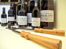 Les bouteilles de vintage du ` s de Taylor mettent en communication, Gaïa, Portugal photos stock