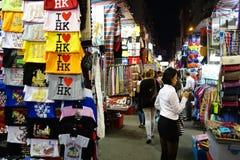 Les boutiques de touristes pour l'affaire ont évalué la mode et la tenue de détente dans Mong photo libre de droits
