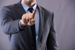 Les boutons de pressing d'homme d'affaires dans le concept d'affaires Photographie stock libre de droits