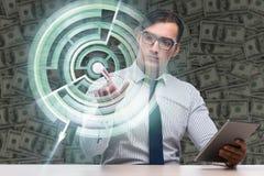 Les boutons de pressing d'homme d'affaires dans le concept de labyrinthe Photos stock