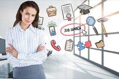 Les bras debout de femme d'affaires ont croisé par des icônes entourant le texte de recherche d'emploi Photo stock