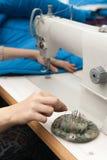 les broches de prises avec des garnitures et cousent Photographie stock libre de droits