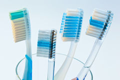 Les brosses à dents nettoient vos dents Photo stock