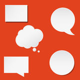 Les bulles à la mode de la parole ont placé dans la conception plate pour le Web, Images stock