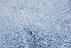 Les bulles de gaz donnent une consistance rugueuse en glace de lac Photo stock
