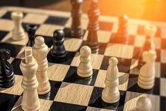 Les buts et les ambitions dans les échecs luttent avec une lueur vacillante d'espoir et de W Images stock