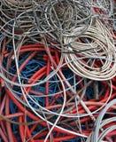 Les câbles électriques dans un dépôt de la collecte des déchets centrent Photographie stock