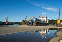 Les câbles électriques de mer de Nexans déploient le récipient Image stock