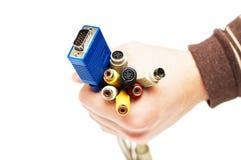 les câbles ont coloré l'homme de main d'ordinateur Photo libre de droits