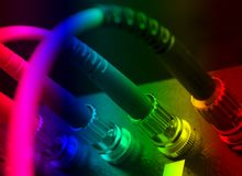 les câbles ont connecté le commutateur optique de fibre à images stock