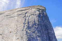 Les câbles vers le haut du demi dôme en parc national de Yosemite Images stock