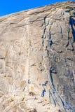 Les câbles vers le haut du demi dôme en parc national de Yosemite Photographie stock