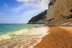 Les côtes les plus belles de l'Italie : Plage de Mergoli de dei de Baia (Pouilles) Photos libres de droits
