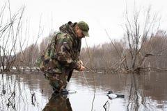 Les canards bourrés mis par chasseurs photos stock