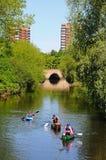 Les canoéistes sur la rivière apprivoisent, Tamworth photos stock
