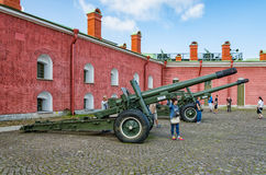 Les canons dans la cour intérieure Photos libres de droits