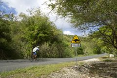 Les Caraïbe, Antilles françaises, île de la Guadeloupe, vue d'une route côtière photographie stock